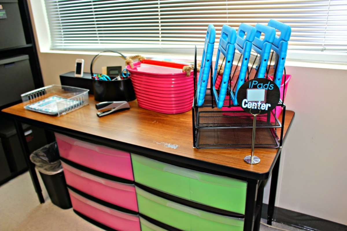 My Docking Station Bucket Of Lessons For The Week Supply Caddy And Paper Tray Under Table I Have A Group Shelves Both Math Reading Small
